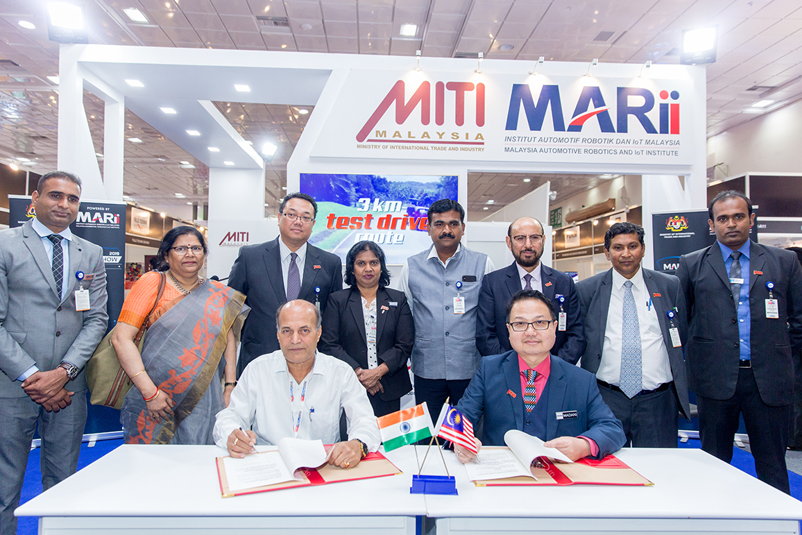 Signing of MoU by (front row left) Mr. Suresh Narayan Thakur, Managing Director, Aditiyapur Auto Cluster and Dato� Madani Sahari, CEO, Malaysia Automotive Robotics & IoT Institute (MARii) (front row right) in presence of Mr. Ravi Kumar, Secretary, Department of Industries Govt. of Jharkhand (4th from right second row) ; (on his right) Datuk K. Talagavathi, Deputy Secretary General, Ministry of International  Trade & Industry, Govt. of Malaysia; H.E. Dato Hidayat Abdul Hamid, High Commissioner of  Malaysia; (on Mr Ravi Kumar�s  left)  Mr Ravi Sehgal, Chairman, EEPC India; Mr. Suranjan Gupta, Executive Director, EEPC India and (second from left in second row); Ms. Anima Pandey, Regional Director (ER) & Director (Membership), EEPC India  and Mr Kousik Bhattacharjee, Executive Officer (far right second row)  and Mr Varun Chulate, Senior Executive Officer, EEPC India (far left second row)